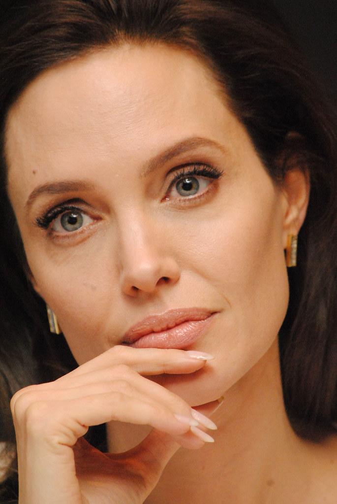 Анджелина Джоли — Пресс-конференция «Несломленный» 2014 – 83