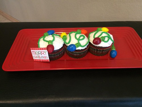 Cute Cupcakes .. Christmas lights! :)