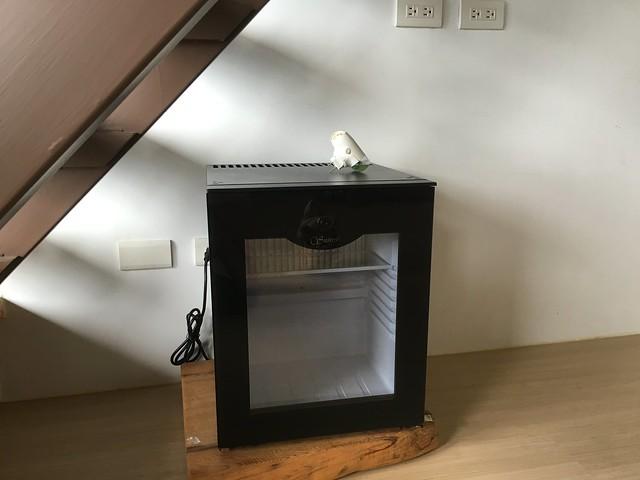 這個冰箱造型超有趣,我們有一半的人以為是防潮箱XDDDDD@宜蘭香格里拉休閒農場