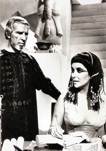 Elizabeth Taylor and Hume Cronyn in Cleopatra (1963)