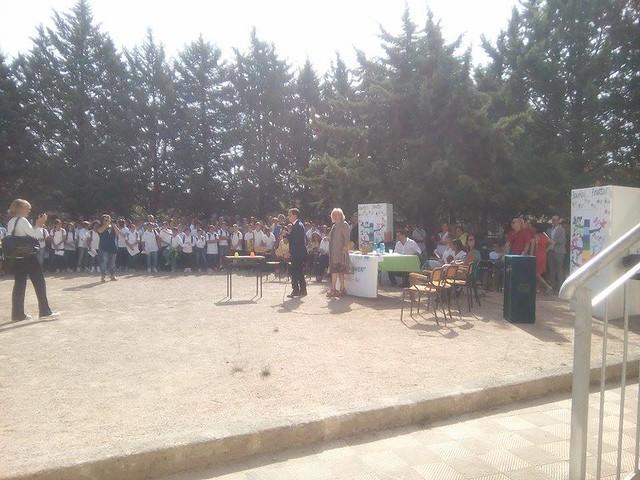 Casamassima-Magliette bianche e frutta per la festa dell'accoglienza alla scuola media (3)
