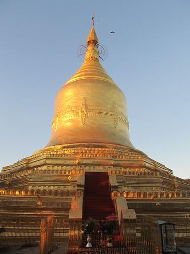 New Bagan: coucher de soleil sur la pagode Lawkananda