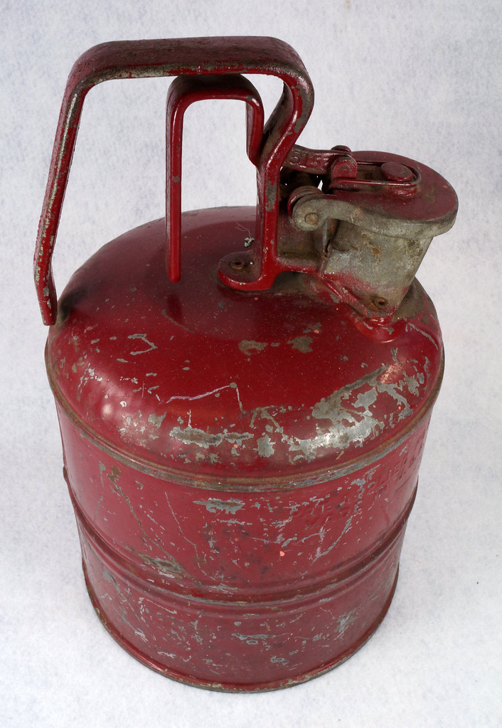 RD14619 Vintage Red JUSTRITE Chicago Safety Gasoline Can One Gallon DSC08108