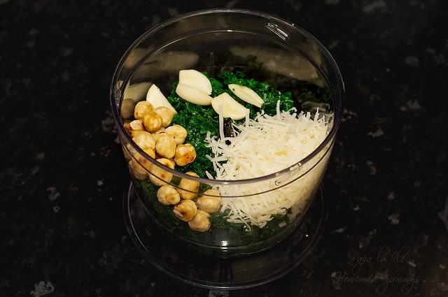 Paste proaspete umplute cu pesto de kale in sos alb cu conopida, alune de padure si bacon crocant (4)