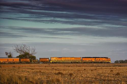 sunset evening gw southaustralia gwa clfclass superfreighter clf5 geneseewyomingaustralia gwuclass korunya emdstreamliner