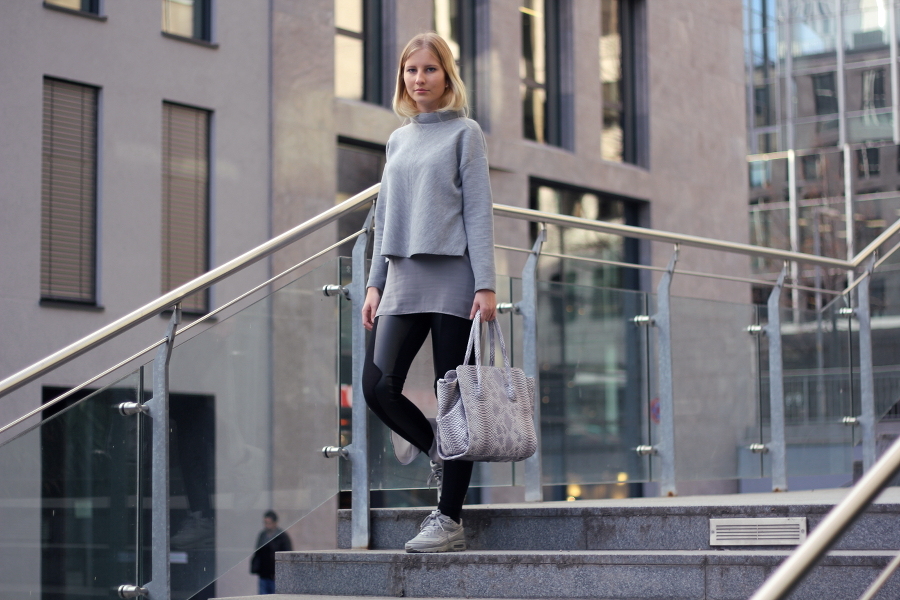 outfit layers lagen look grau schwarz ffm urban blogger autumn nike zara stefanel about you