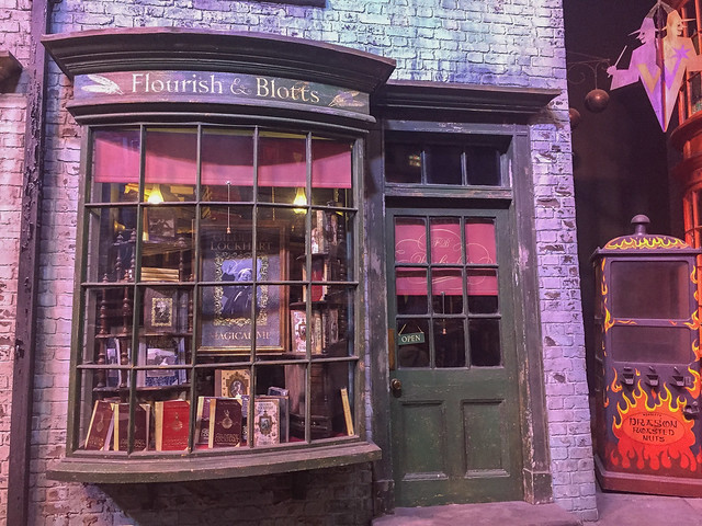 Harry Potter studios Flourish & Blotts