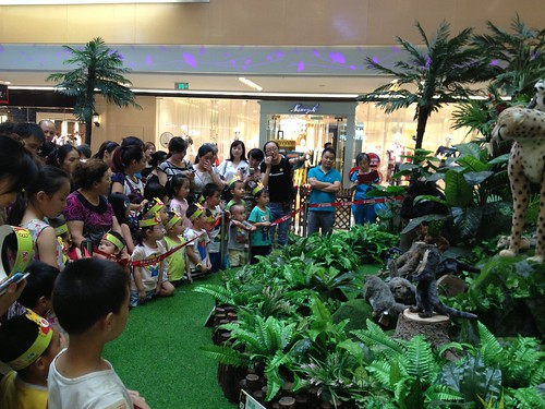 Shoppers were taught the natural history of China's wild animals