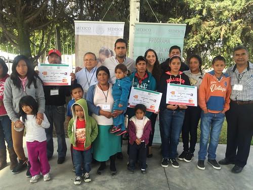 Entrega Sedesol apoyos del programa Seguro de Vida para Jefas de Familia by inqro
