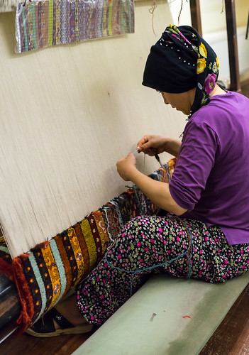 türkei land frau denizli arbeiten knüpfen teppichknüpferei