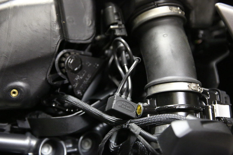 BMW R1200RS Booster Plug