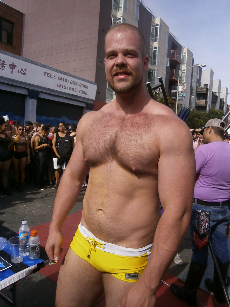 HELLA HOT MUSCLE BRYAN KNIGHT the GIANT PORN STAR at FOLSOM STREET FAIR 2015 ! (safe photo)