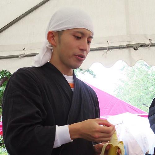 バナナ彫刻のお師匠さん。山田先生。 #バナナ彫刻 #徽音祭
