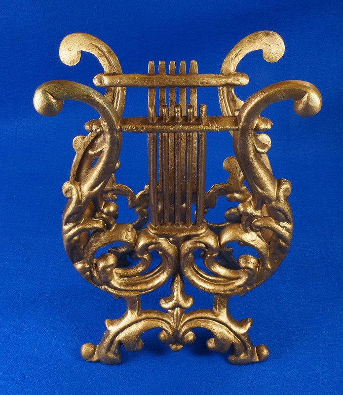 RD14722 Vintage Rack Stand Book Magazine Holder Lyre Harp Music Gold Cast Metal DSC07474