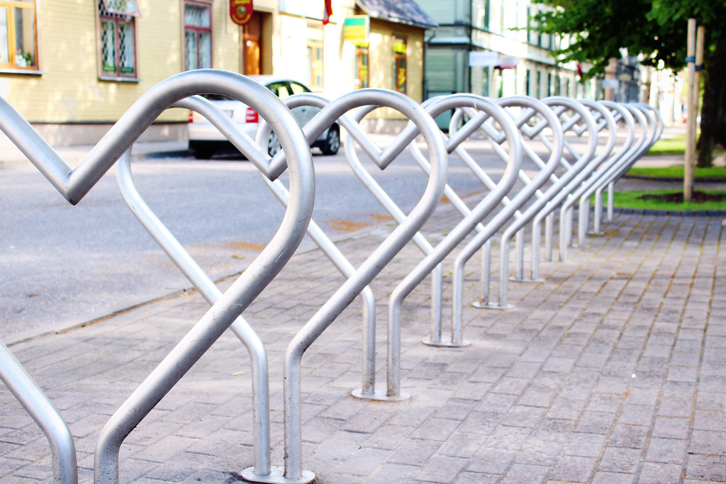 heart-shaped-bicycle-stand