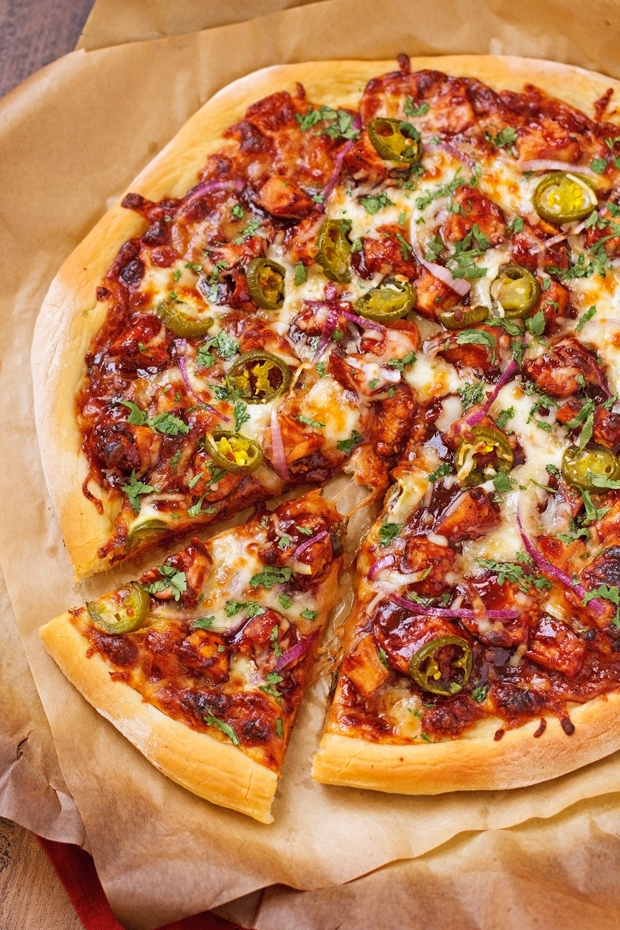 BBQ-CHICKEN-PIZZA-BBQ Chicken Pizza - made with grilled chicken ...