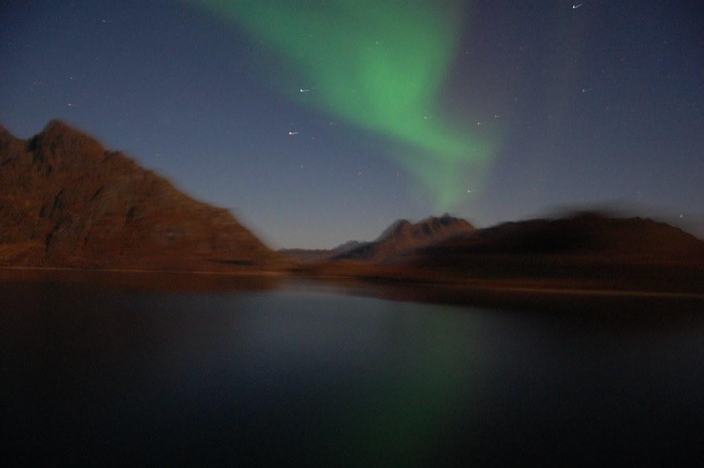 Aurora boreal en el fiordo del Troll en Noruega