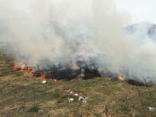 Rutigliano-Rutigliano, in fiamme un suolo in via del Ciliegioipotesi di incendio doloso (1)