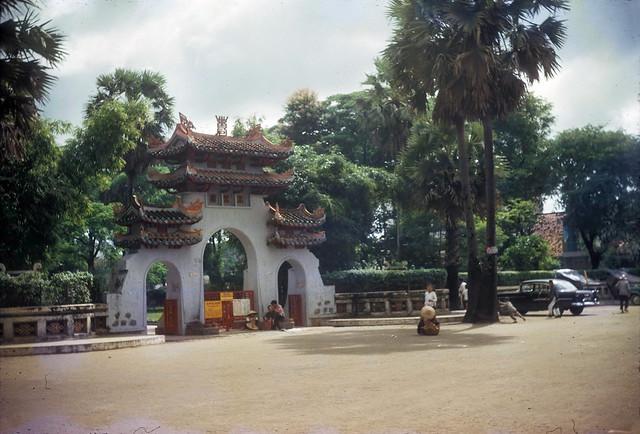 LĂNG ÔNG 1966 - Tomb of Le Van Duyet - by Douglas Ross