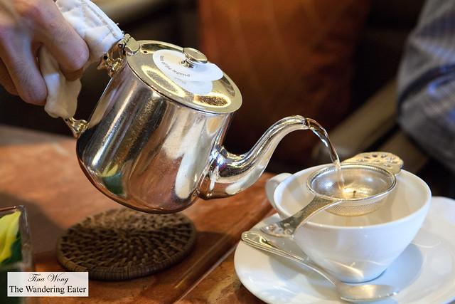 Pouring Taste of the Legend (Mandarin Oriental's Signature Blend) tea