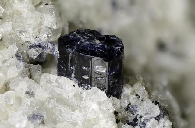 菫青石 Cordierite