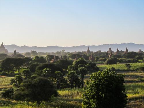 Bagan: coucher de soleil depuis la pagode Myauk Guni Paya
