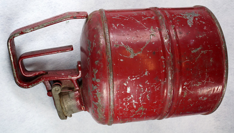 RD14619 Vintage Red JUSTRITE Chicago Safety Gasoline Can One Gallon DSC08110