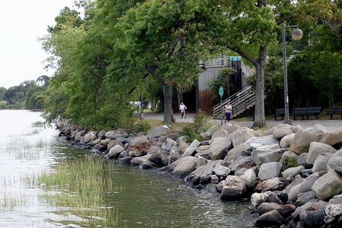 bayside nyc littleneckbay baysidemarina rocks joggers path shore queens park parkway crossislandparkway