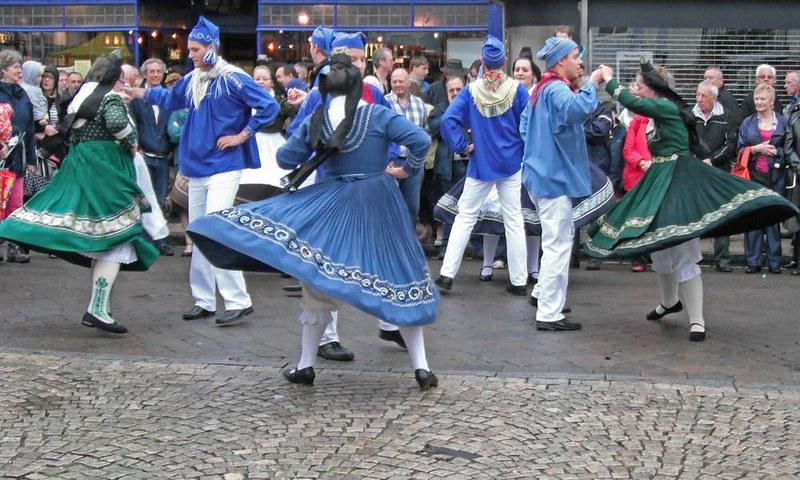 laisa-village-dancers-at-romseys-beggars-fair-2012_7962522014_o