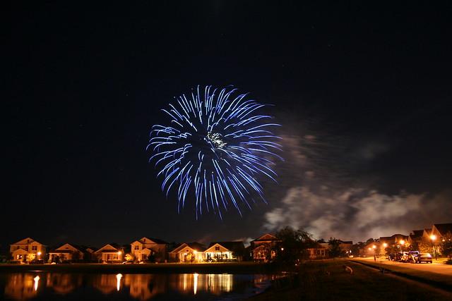 Fireworks over Avalon Park by flickr user brubino