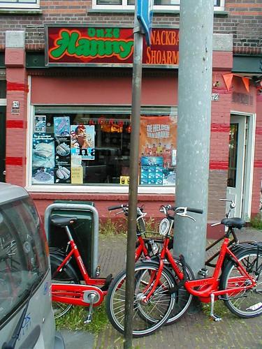 amsterdam1 - bikes at shoarma