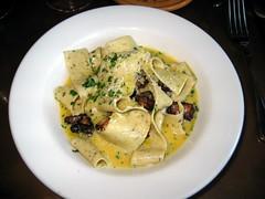 vegetable(1.0), vegetarian food(1.0), spaghetti(1.0), pappardelle(1.0), pasta(1.0), fettuccine(1.0), produce(1.0), food(1.0), dish(1.0), carbonara(1.0), cuisine(1.0),