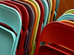 Chaises rangées