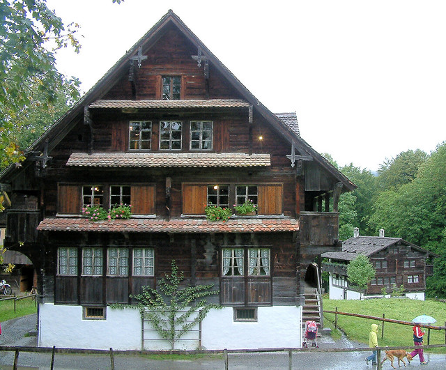 Traditional swiss house 1 flickr photo sharing for Swiss homes