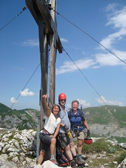 Anne, Marjan en Willibrord op de top na een leuke klettersteig.