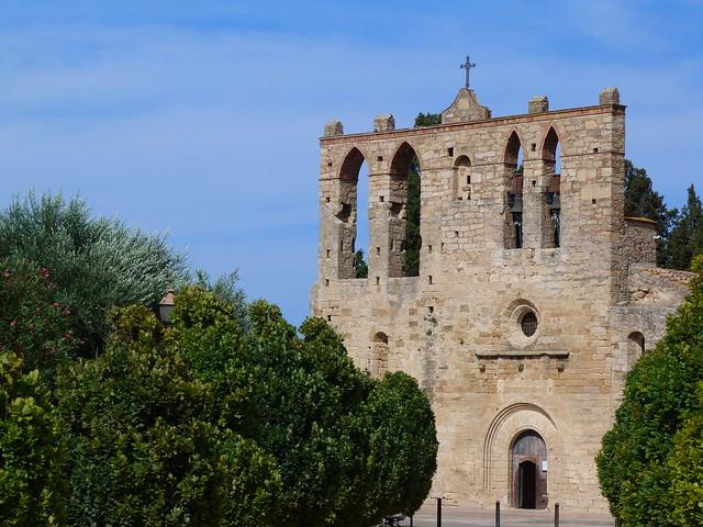 Iglesia de Sant Esteve en la villa medieval de Peratallada (Costa Brava, Cataluña)