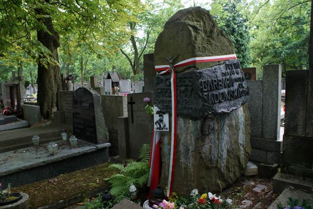La ferveur patriotique des Polonais s'expriment ici d'autant plus que de nombreux militaires et résistants y sont enterrés.
