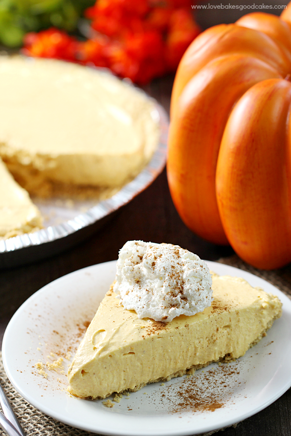 No Bake Pumpkin Spice Cheesecake {Love Bakes Good Cakes}