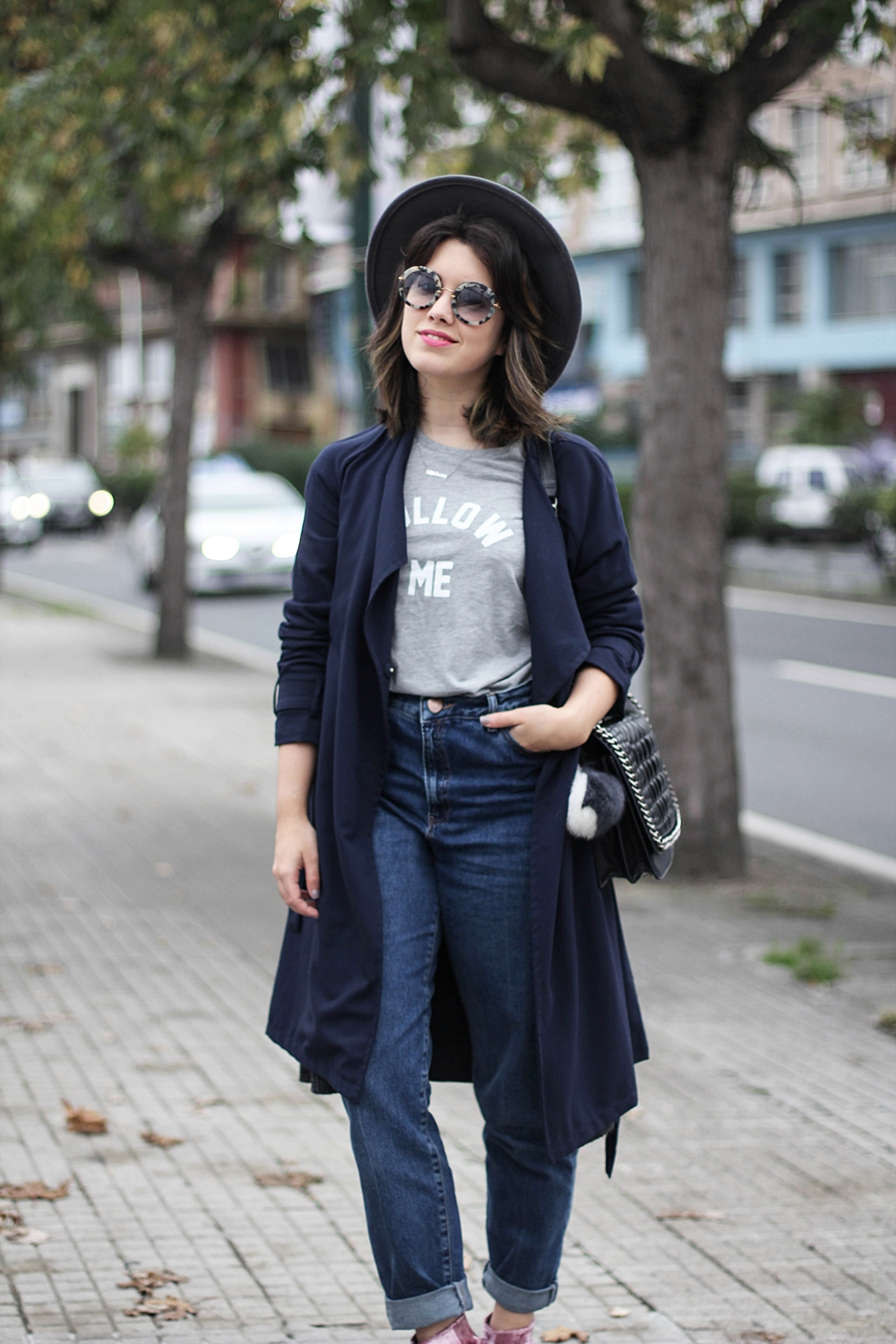 look with navy trench and round sunglasses myblueberrynightsblog