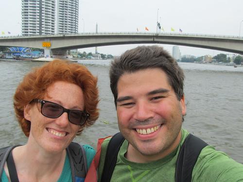 Bangkok: Miss V et Mister J sur un bateau-bus