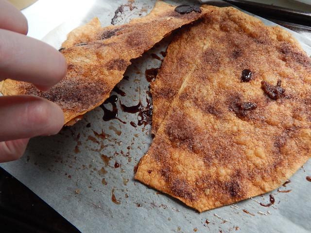 Быстрые печеньки из лаваша с корицей и сахаром, очень вкусно. Фоторецепт с пошаговыми фотографиями   ХорошоГромко.ру