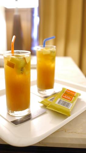 來台中逢甲不選日租而住宿鼎隆國際商旅的五個理由 (9)--迎賓水果茶