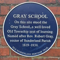 Photo of Robert Gray and Gray School blue plaque