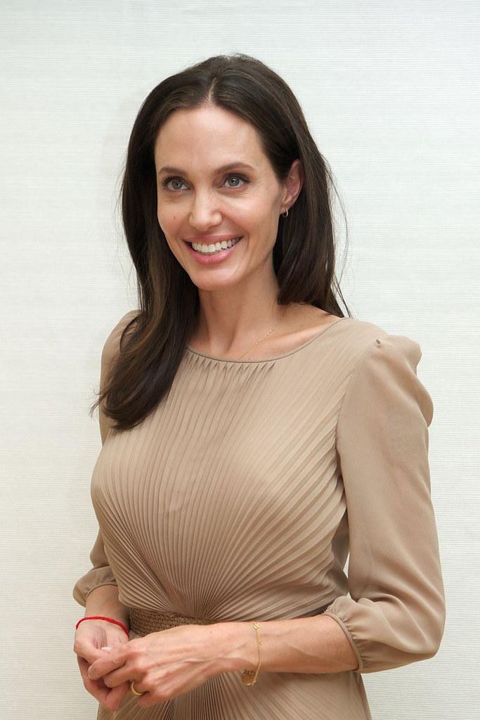 Анджелина Джоли — Пресс-конференция «Лазурный берег» 2015 – 3