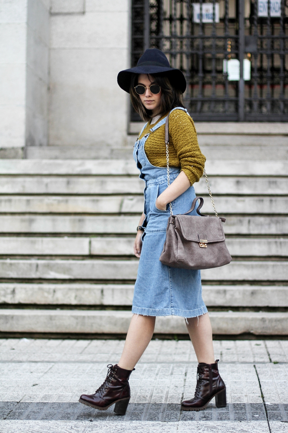 pinafore denim dress with zalando booties and navy hat myblueberrynightsblog