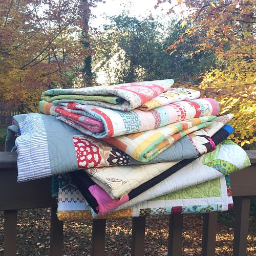 we're having a sample sale! there are some real beauties in this pile! they're perfect for christmas/holiday gift giving or for treating yourself! i'd love to see them go to good homes! visit shop.psiquilt.com for individual pics, prices, and sizes! happy