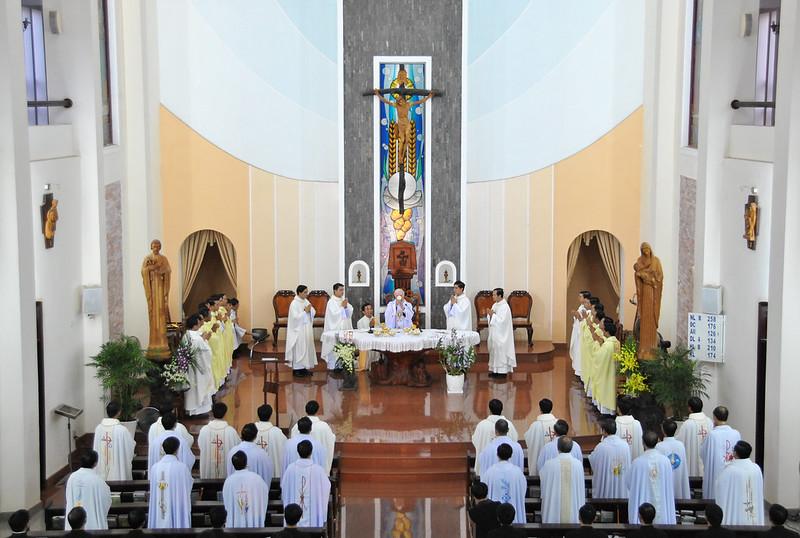 Quý Cha Khoá III Đại Chủng Viện Thánh Giuse Xuân Lộc Dâng Lễ Tạ Ơn
