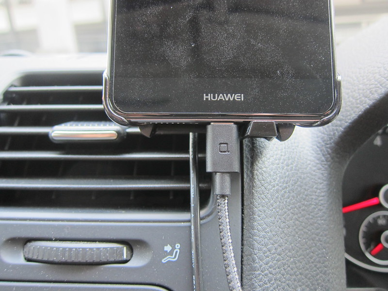 ZUS Super Duty USB-C Cable - Plugged Into Huawei Mate 9