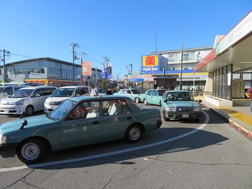 中山競馬場の最寄り駅である船橋法典駅前