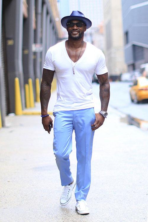 無地白Tシャツ×ライトブルースラックス×オールスターロー白